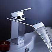 コンテンポラリー センターセット 滝状吐水タイプ with  セラミックバルブ 一つ シングルハンドルつの穴 for  クロム , バスルームのシンクの蛇口