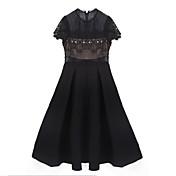De las mujeres Pequeño Negro Vestido Casual Un Color Sobre la rodilla Escote Redondo Poliéster