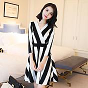 記号2017春の新しい韓国のバージョンのVネックドレスは細い縦縞