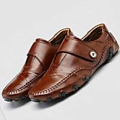 Hombre-Tacón Plano-Confort Suelas con luz-Zapatos de taco bajo y Slip-Ons-Exterior Informal-Cuero-Negro Marrón
