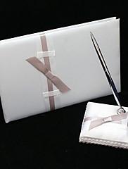 čista elegantno vjenčanje knjiga gostiju i olovka postavljena u bijelo s mašnom