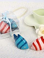 roztomilý ryby ve tvaru keramické sůl a pepř třepačky