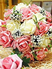 magnfique bouquet de fleurs de rose blanches et roses et de feuillage