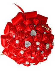 Magnifique bouquet de roses rouges avec rubans et perles et strass