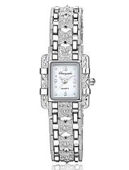 Dame Modeur Unik Creative Watch Simuleret Diamant Ur Kinesisk Quartz Legering Bånd Sommerfugl Sølv