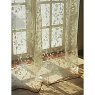 europese woonkamer bloemen botanische beige twee panelen vitrages tinten