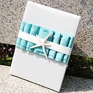 strand thema met tri-gevouwen blanco pagina's teken in het boek blauw gastenboek