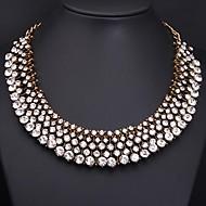 女性の水晶ネックレス