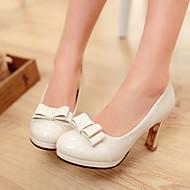 Très belles chaussures de mariée talons hauts et noeuds