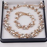Fashion imitation pearls gilded set (necklace, earrings, bracelets)