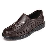 herresko skinn uformelle sandaler tilfeldige gå flat hæl andre svart / brun