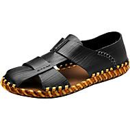 Miehet Sandaalit Comfort Valopohjat PU Kevät Syksy Kausaliteetti Comfort Valopohjat Rypytetty Tasapohja Musta Vaalean ruskea Tumman ruskea