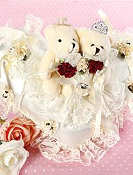 ouvir travesseiro em forma de anel em cetim marfim e renda com casal urso