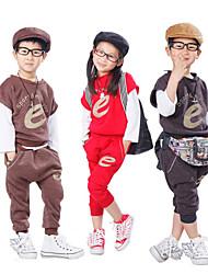 los niños la letra e en dos deportes traje con chaleco