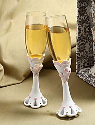 chic che abbraccia il cuore del design di nozze tostatura flauti