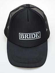 Черная спортивная шапка для невесты
