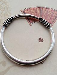 простой народ женщин взглядом серебряный браслет
