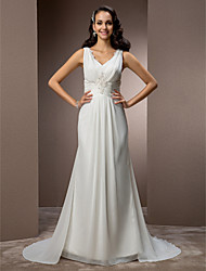 Lanting Bride® Sheath / Column Petite / Plus Sizes Wedding Dress - Classic & Timeless / Elegant & Luxurious Sweep / Brush Train V-neck
