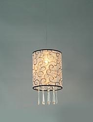 De estilo europeu, característica um pingente de luz com sombra tecido