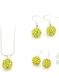 conjunto de jóias (colares 1 e 2 pares de brincos)