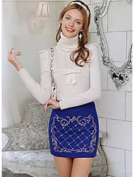 Poupée rose élégante perle de laine mini jupe