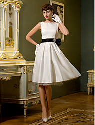 Lanting Bride® A-line Plus Sizes / Petite Wedding Dress - Chic & Modern / Reception Knee-length Bateau Satin with