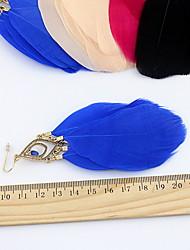 Sweet (Triángulo) Aretes colgantes de la aleación de oro (Negro, blanco, azul, rosa) (1 par)