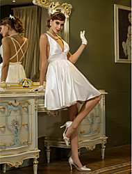 Lanting Bride® A-line Petite Plus Sizes Wedding Dress - Reception Short / Mini V-neck Stretch Satin