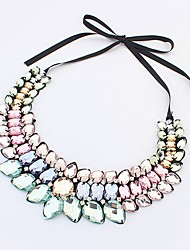 Vor der Damenmode-Edelstein-Halskette