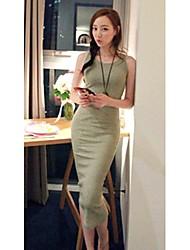 Modelo chaleco Vestido ajustado la correa de las mujeres descalzas