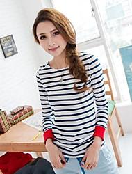 T-shirt azul listra branca da luva longa das mulheres