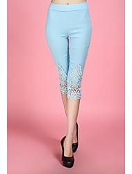 Laço azul / branco / calças skinny pretas das mulheres