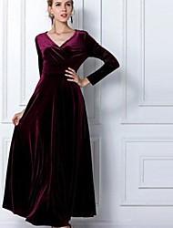Женское длинное платье с V-образным вырезом