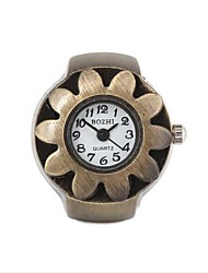 Women's Vintage Flower Pattern Metal Analog Quartz Ring Watch (1Pc)