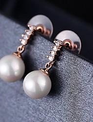 mode délicates boucles d'oreilles perles contrat de femmes