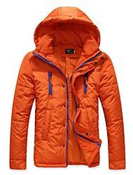 couleur pure des hommes d'un épais manteau de vêtements rembourrés de coton