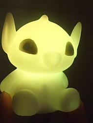 coway o boneco alienígena colorido noturna levou