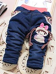 pantalones calientes gruesos de la muchacha