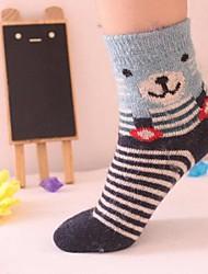 5pairs tubo moda dos desenhos animados mais grossa de veludo meias infantis para 5-8 anos (cor colocação aleatória)