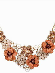 Lusa Flower Pendant Necklace