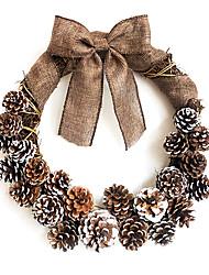 pino blanco y la ropa de la decoración del arco colgante Pascua