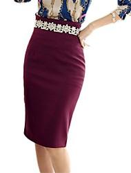 elegantes faldas color sólido de las mujeres