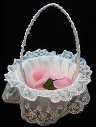 Элегантный цветок корзины в белом атласном и кружева цветок девушка корзины