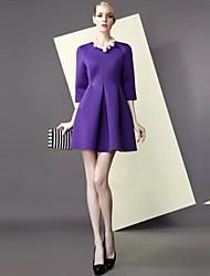 millésime simplicité des femmes ts une robe de swing de ligne avec des plis
