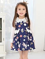 vestido sem mangas de impressão da menina