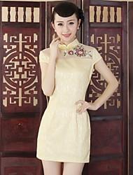cordón de las mujeres cortó mini vestido estilo chino (más colores)