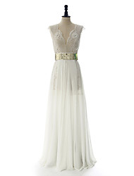 Sheath / Column Wedding Dress Sweep / Brush Train / Floor-length V-neck with