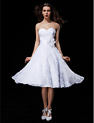 LAN TING BRIDE Ball Gown Wedding Dress Little White Dress Knee-length Sweetheart Lace Taffeta withSash / Ribbon Bow Criss-Cross Flower