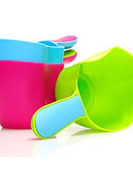 bébé cuillère d'eau de piscine de shampooing toy écope cuillère (couleur aléatoire)