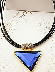 New Arrival Fashional Hot Sellign Popular Geometric Crystal Triangle Necklace